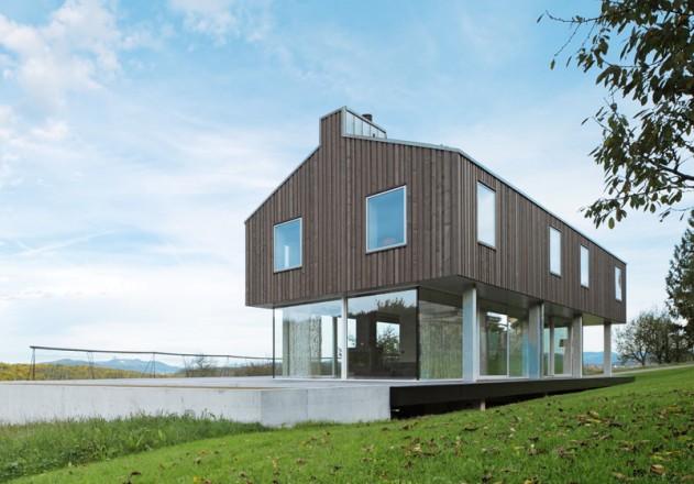 Modernes Massivhaus auf dem Land