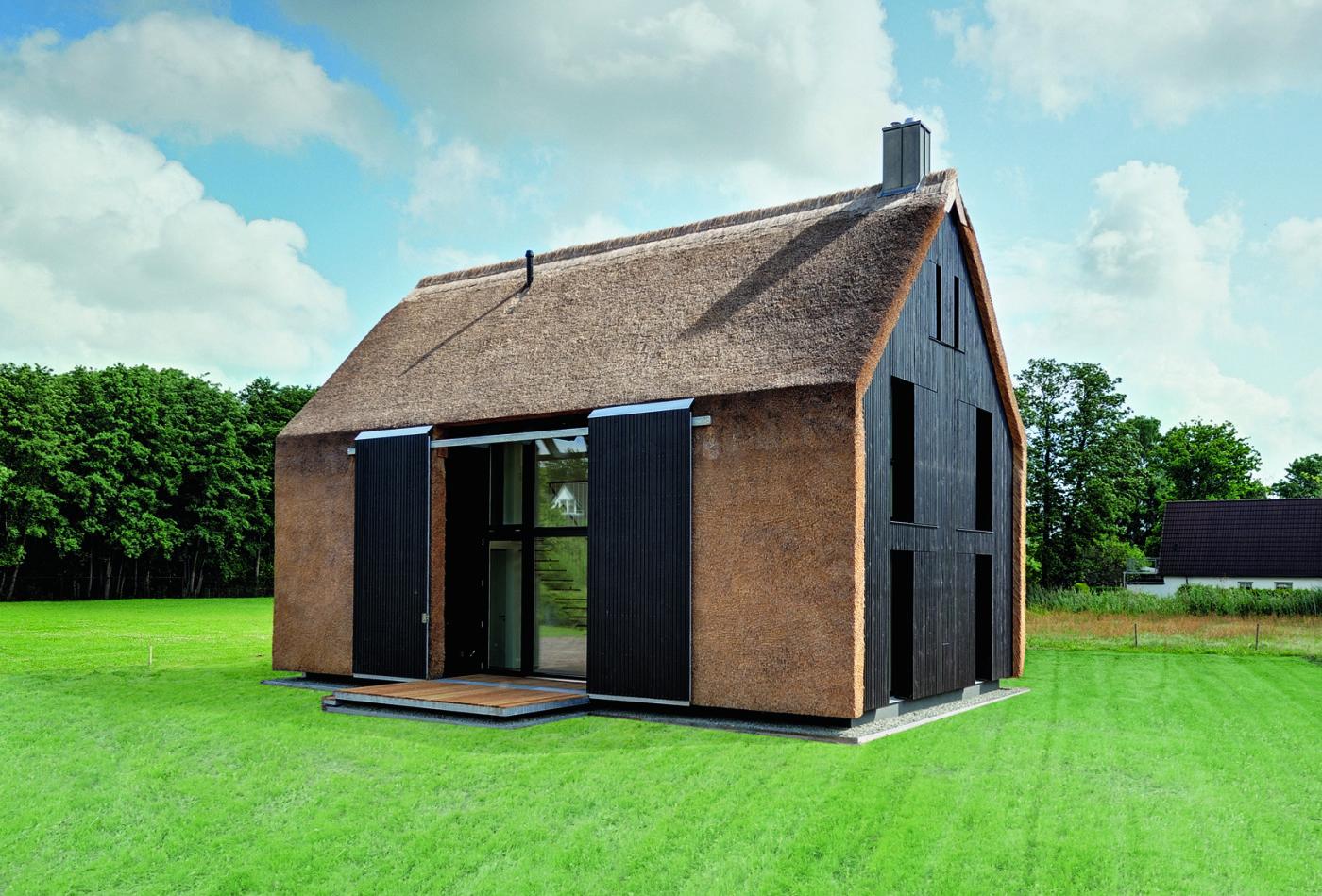 haus mit pelz reetdachhaus f r ferieng ste. Black Bedroom Furniture Sets. Home Design Ideas