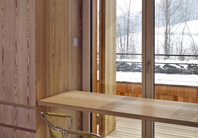 Bembé Dellinger Architekten und Stadtplaner wohnen im Holzhaus mit Ausblick in die Natur