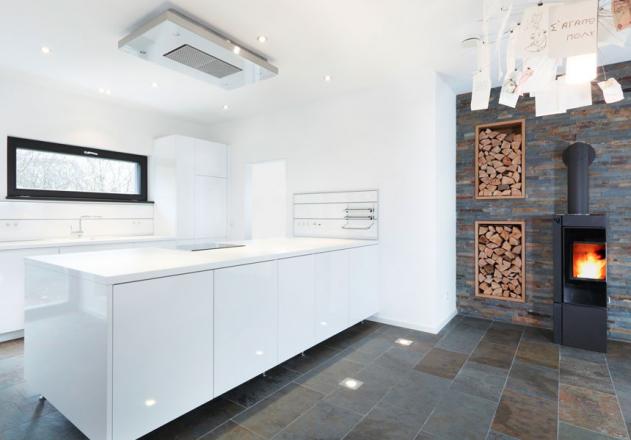 Architekturbüro Nouri Schellinger offene Küche mit Kamin