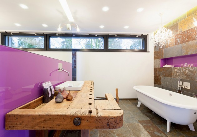 Architekturbüro Nouri-Schellinger Passivhaus Roter Alkoven Badezimmer