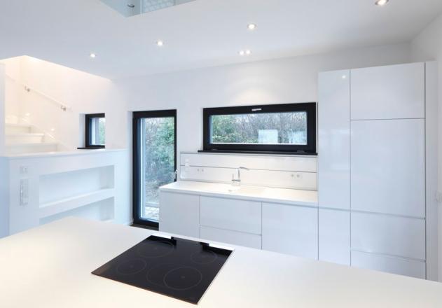 Architekturbüro Nouri Schellinger Passivhaus weisse Küche