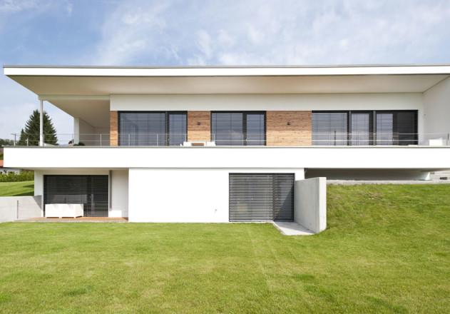 Gramming Rosenmueller Architekten Einfamilienhaus mit Einliegerwohnung Gartenansicht