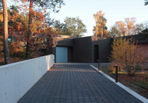 Nieberg Architect Architektenprofil Einfamilienhaus Einfahrt Grundstueck