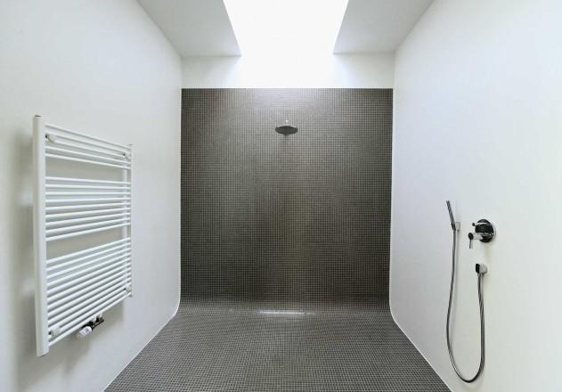 Carsten Blankenhorn Umnutzung einer Werkstatt Elternbad Dusche
