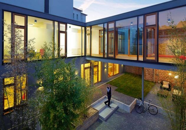 Carsten Blankenhorn Umnutzung einer Werkstatt Stahl Holz Konstrukt