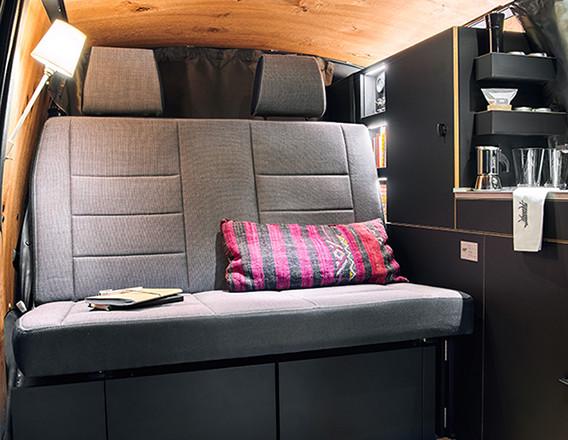 Nils Holger Moormann Luxus Immobilie VW T6  Innenraum Schiffsboden