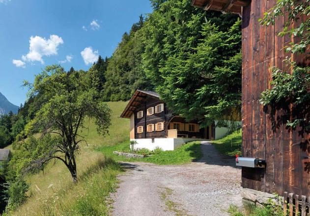 Brugger Architekten modernisiertes Bauernhaus Gesamtansicht