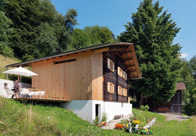 Brugger Architekten modernisiertes Bauernhaus Panoramaterrasse