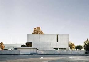 e2a Architekten Sichtbetonhaus Aussenansicht Strassenseite