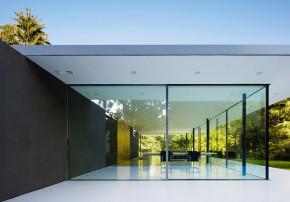 Werner Sobek recyclebares Haus Glaspavillon Seitenansicht