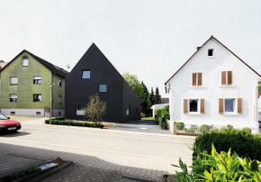 Ulrich Langensteiner schwarzes Haus Fassade Strassenseite