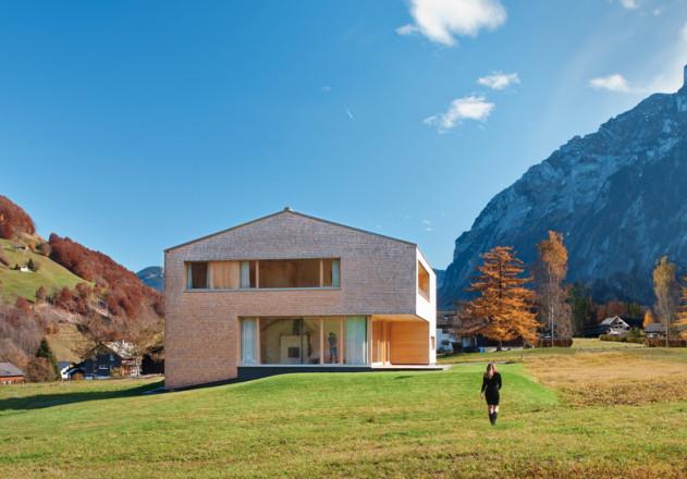 Haller und Plattner Holzriegelhaus Holzverschindelung Bergpanorama