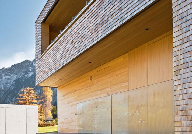 Haller und Plattner Holzriegelhaus Holzverschandelung Eingangsbereich aussen