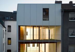 Bachmann Badie Architekten modernes Stadthaus Aussenansicht