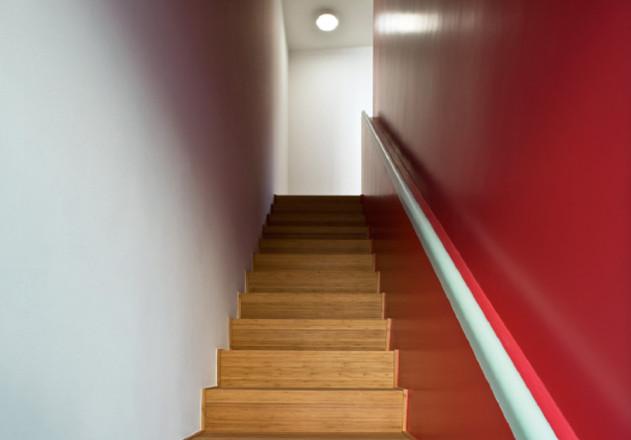 Bachmann Badie Architekten modernes Stadthaus Innenansicht Treppenhaus