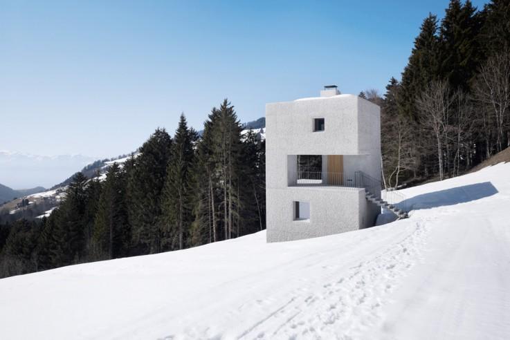 Marte Marte Architekten kleine Berghütte Gesamtansicht