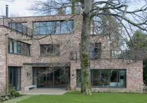 innerstädtisches Wohnhaus Schindel Moser Architekten alte Ziegel-Fassade