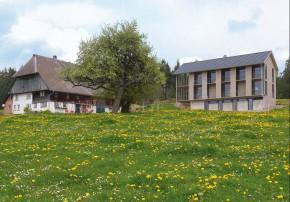 Austragshaus Neubau Schneider Architekten Aussenansicht Bauernhofensemble