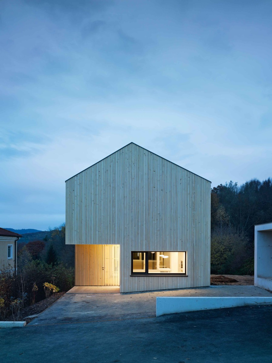 Co2 neutrales holzhaus moderne einfamilienh user for Holzhaus moderne architektur